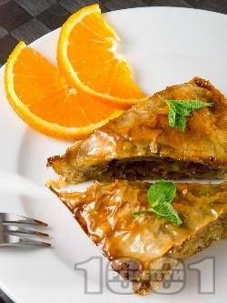 Сладка баница с халва, яйца, мляко и орехи - снимка на рецептата